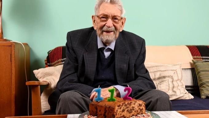 Bob Weighton, 112 ani